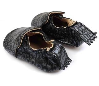 babyslofjes Blumoo uni - leo black - Easy Peasy