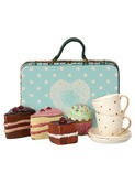 Suitcase w. cakes & tableware for 2