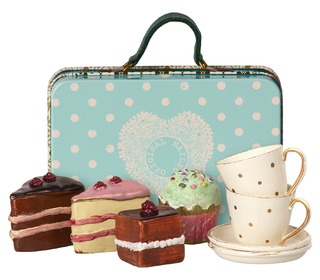 Suitcase w. cakes & tableware for 2 - Maileg
